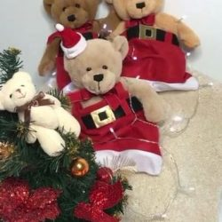 [Metro] Vanilla and friends are out to play this Christmas! Spot them dressed in these festive outfits at Metro Centrepoint, collect