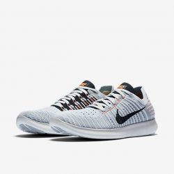 [Nike Singapore] The next-generation Nike Free midsole expands in multiple directions thanks to an entirely new tri-star pattern, adding a