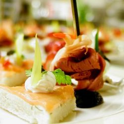 [Marché Mövenpick Singapore] Looking for small bites to host your parties? Pre-order of Canapes are now available on http://www.marche.oddle.