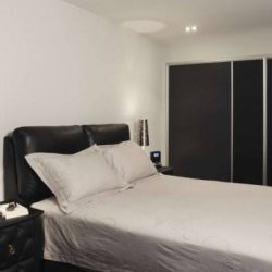 [3D INNOVATIONS DESIGN PTE LTD] The beautiful black walls and white furniture create an exemplary contrasting effect that you are bound to fall in love