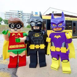 [LEGO] Raise your ✋🏼 if you can't wait to see The LEGO Batman Movie! Hang out with LEGO Batman, Robin, and