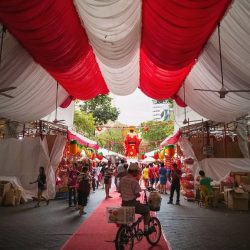 [HuaWei] The yearly Festive Street Bazaar in Chinatown has become a tradition for Singaporeans every Chinese New Year. Were you one