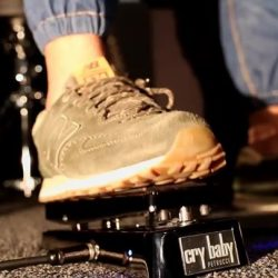 [Swee Lee Music] The Jim Dunlop Cry Baby John Petrucci Wah opens up new soundscapes for you to explore. Factory set with John'