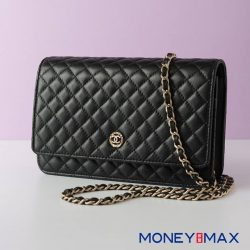 [MONEYMAX] Keep your hands free and prance around town with this classic wallet on chain from Chanel. Shopping has never been
