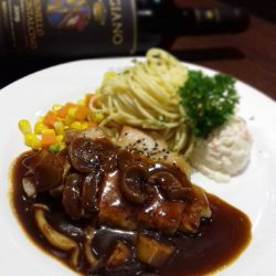[Ma Maison Restaurant Singapore] Today's Daily Lunch atMa Maison at Takashimaya and Anchorpoint is Pork Steak with Mushroom Brown Sauceポークステーキの マッシュルームブラウンソースComes with
