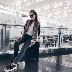 [World of Sports] We all have our own unique airport fashion style 😎 Picture by @whitneys_wonderland traveling with @eastpak Tranzshell suitcase
