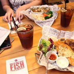 [The Manhattan FISH MARKET Singapore] Why eat alone when you can eat with your lunch kakis?