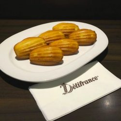 [Delifrance Singapore] Classic Madeleines Soft and enticing shell-shaped buttery treats that will brighten up any occasion.