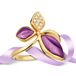 [Lee Hwa Jewellery] Style a romantic bohemian look with a wild flower crafted in unique Purple Gold with delightful diamonds, an expression of