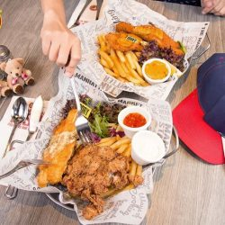 [The Manhattan FISH MARKET Singapore] Your best friend and you can never agree on having fish or chicken?