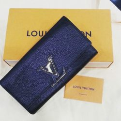 [Luxury City] Pre-loved Louis Vuitton Capucines wallet - S$1,200Date code:MI4136 -in good condition (95% New) -Calf leather -Gold