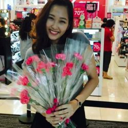 [Sasa Singapore] In less than 30 minutes, we'll be giving away carnations to shoppers (while it last!