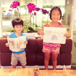[Hello Kitty Orchid Garden] We love how kids bring colours to our lives, and here we have 2 really happy fans of Hello Kitty
