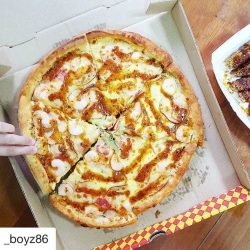 [Pezzo Pizza] Repost @_boyz86 with @repostapp ・・・ [Media Delivery] Pezzo has whipped up an exciting wasabi prawn pizza that marries the best of
