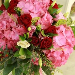 [Simply Flowers] Happy Labour Day and it's time to plan your mom's gift and delivery it to her office .