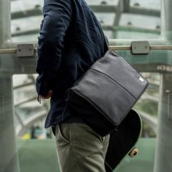 [Cumulusnimbus] THE KINSALE by KNOMO LONDON A classic and functional compact messenger bag, with a contemporary design for the modern man