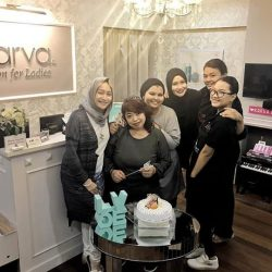 [KARVA SALON FOR LADIES] The ladies surprised KARVA's 1st employee, Izah at Bussorah while she was attending to her guest.