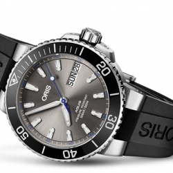 [All Watches] The Oris Hammerhead Limited Edition has a visually lighter feel and offers a uni-directional rotating bezel with a black