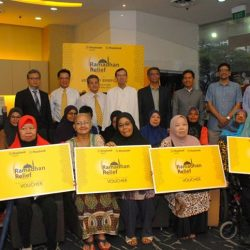 [Maybank ATM] To help those preparing for Ramadhan, Maybank gave 680 families from the South East District in Singapore grocery vouchers as