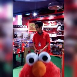 [Hamleys of London] We are going crazy!