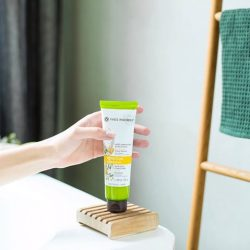 [Yves Rocher] Our little secret for healthy hair: our Nutri-Silky Conditioner that is silicon-free, colorant-free and paraben-free!