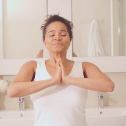 [The Body Shop Singapore] Massaging your face, neck and décolleté before bed helps releasing toxins, fatigue and the stress accumulated during the day.
