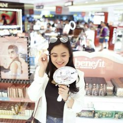[COSMETICS & PERFUMES BY SHILLA] Just because you're waiting to board the plane doesn't mean you can't have a great time in