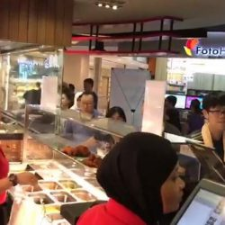 [Prata Wala] And if you're in the East, join the queue in Tampines Mall!