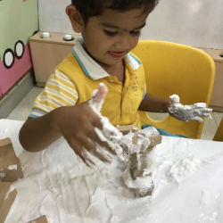 [The Little Skool-House] Who would've thought that shaving cream would be a great learning material for children?