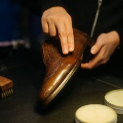 [Saphir] If you have shoes with dry and tough leather with plenty of flakes, or battered old shoes which are in