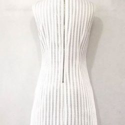 [Que Sera] A girlish white shift dress with pearl detail neckline.