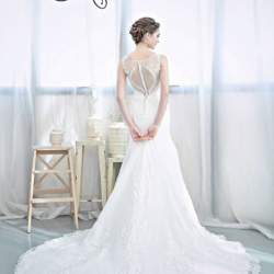 [LA BELLE] The design at the back of your wedding gown makes a huge difference.