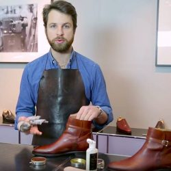[Saphir] From the same video featuring Mathieu of Septieme Largeur, notice that he uses the Lotion (125ml) on SL's shoes.