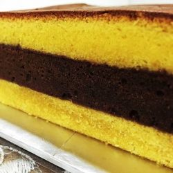 [ToTT Store] This Soft and Fluffy Surabaya Cake is light, moist and tastes amazing with strawberry jam between each layer!