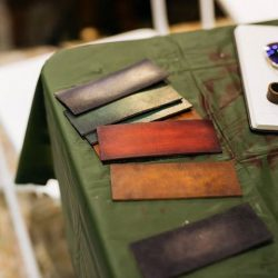 [Saphir] Patina trials during today's private dyeing Workshop for a leather craftsman.
