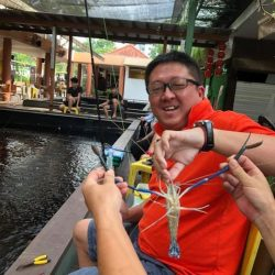 [Fish@Big Splash] Our vip with his catch and new rod bought from us.