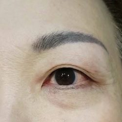 [iBrow Studio] It requires patience to draw an eyeliner that's on point.