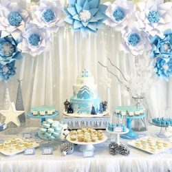 [Dreams & Confetti] A dazzling Frozen themed display by @littlehouseofdreams, featuring our paper flowers & food labels.