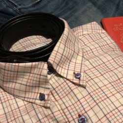 [CYC The Custom Shop] Keep your shirt collars crease-free and in shape with this neat trick we use on our business trips.