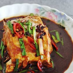 [THE SEAFOOD MARKET PLACE BY SONG FISH] Braised Leatherjacket Fish RecipeA seldom seen fish on restaurant menus, this requires a great tasty sauce as its meat