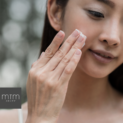 [MTM Skincare] A light touch is all you need when applying our Custom-Blended Harmonious Toner.