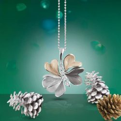 [Lee Hwa Jewellery] A breathtaking Christmas exclusive, the Annamaria Cammilli Flora pendant and ring collection offers a sophisticated interpretation of nature's beauty.