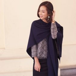 [G2000 Outlet] A versatile scarf has to be one of the great travel essentials!