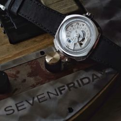 [Krasnaya - The Watch Art Gallery by Red Army Watches] SEVENFRIDAY V1/01.