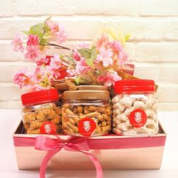 [The Pine Garden] Our Prosperity Hamper is bound to bring HUAT and a happy belly to those who receive it!